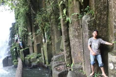 Situs megalithikum Batu Batiang di air terjun …