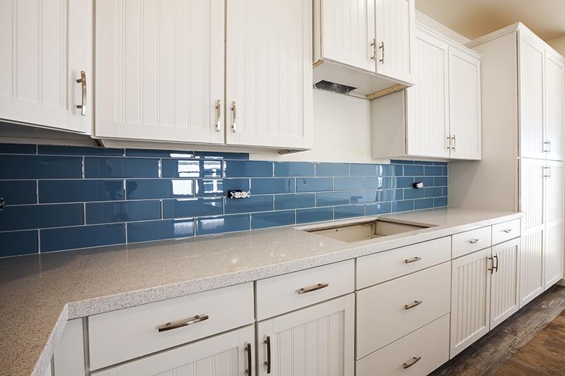 10 irresistible kitchen tile splashback