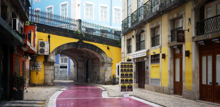 cais-sodre-pink-street