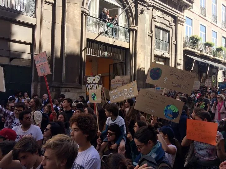 Lisbon Student Climate Strike 2019 signs