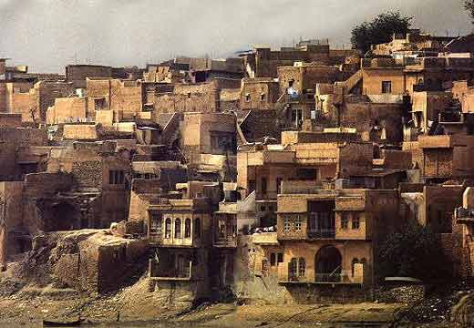 Houses in old Mosul on the banks of the Tigris