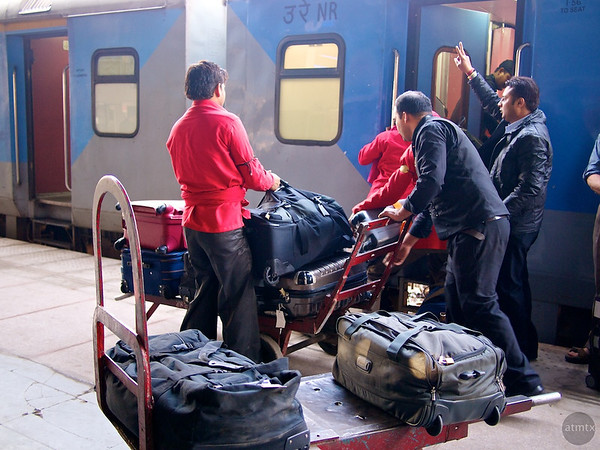 Unloading #1, Agra Cantt Station - Agra, India