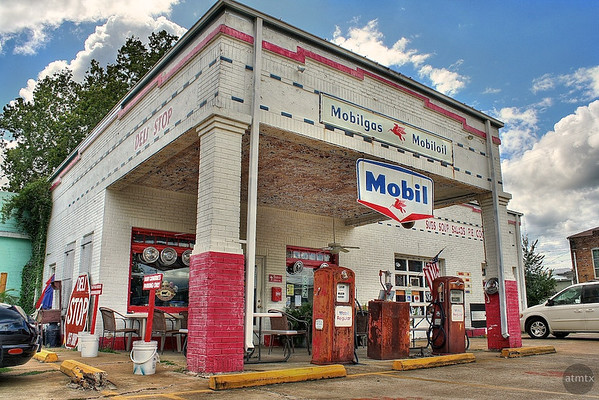 Mobil Station - Smithville, Texas
