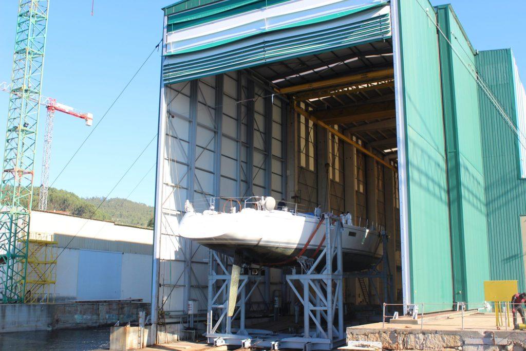SY Muzuni entering Atollvic Shipyard Facilities