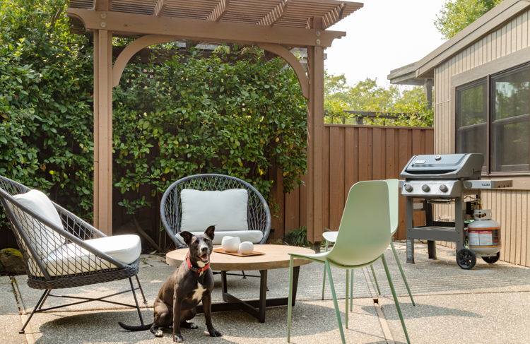 https www atomic ranch com architecture design sacmod makeover attachment new patio furniture