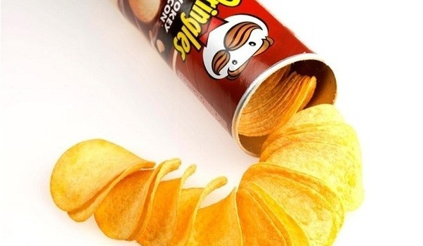 Pringles can and chips