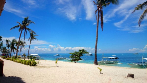 Beautiful white sand beach in Malapascua