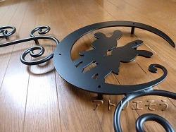 うさぎ+月+唐草妻飾り。ロートアイアン風錆に強いアルミ製妻飾りです。