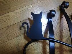 アトリエそうオリジナルデザインのアルミ製妻飾りです。おしゃれで人気のロートアイアン風アルミ製オリジナル妻飾りHタイプ黒塗装にかわいい猫のモチーフを加えた妻飾り。
