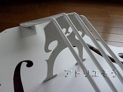 ロートアイアン風錆に強いステンレス製のチェロの妻飾り白塗装