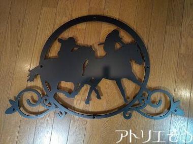 競馬妻飾り 競馬の馬と騎手の妻飾り。アルミ製妻飾り。