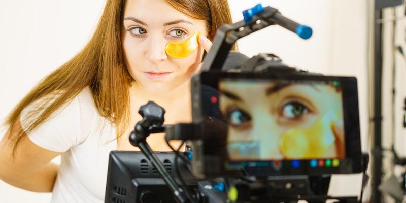 ART Photographie Maîtrise du flou et des jeux de lumières, choix du cadrage, macro photographie, retouche logicielle, développement en labo, création d'un book.