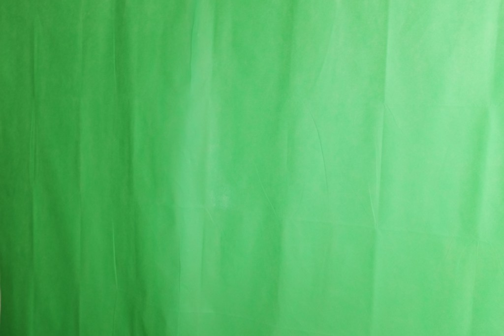 Creases on the green screen
