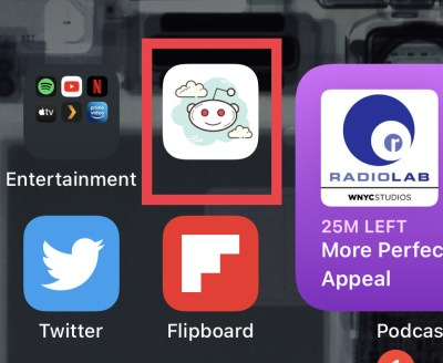A custom reddit app icon without the app name on iOS