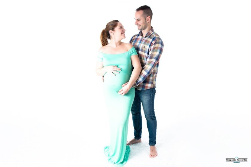 fotos embarazada pareja en estudio