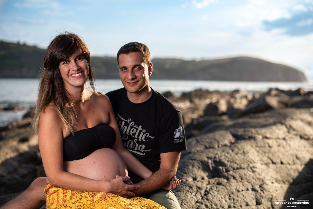 Fotos de embarazo en la naturaleza pareja Bilbao Bizkaia