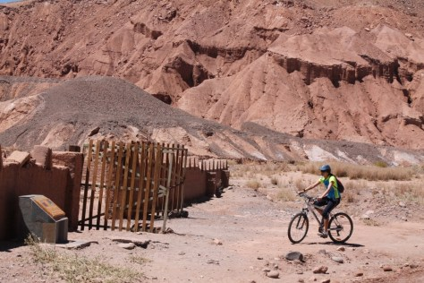 Pedalando no deserto do Atacama