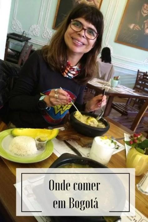 Comendo ajiaco no restaurante La Puerta de la Catedral, Bogotá