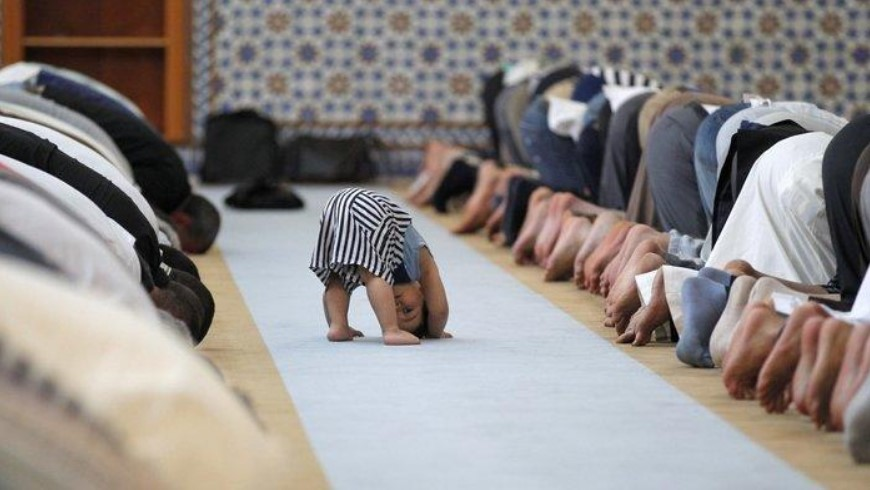 Hukum Membawa Anak Kecil Shalat ke Masjid