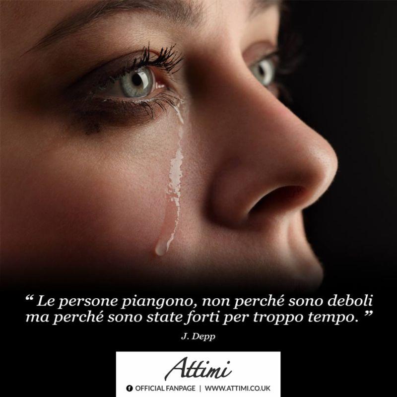 """""""Le persone piangono, non perchè sono deboli ma perchè sono state forti per troppo tempo."""" ( J. Deep)"""