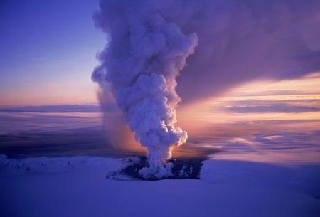 Vulcano-in-eurzione-in-Islanda