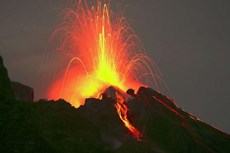15-Stromboli-isola-vulcano-foto-eruzione
