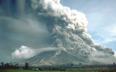 Pyroclastic_flows_at_Mayon_Volcano 1984 eruzione Piroclastica