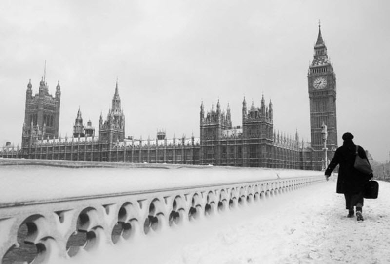 Winter_Snow_in_London_Big_Ben_056646_