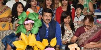 manoj tiwari and shubhi sharma attended kids summer camp