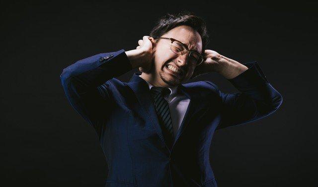 「仕事に本気で取り組まないから好きにならない」という洗脳を論破する!