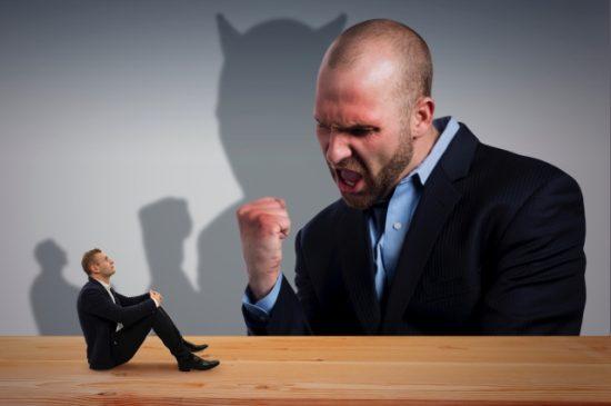 仕事で怒鳴る上司は人の能力を押さえつけて自分の地位を守ってる件