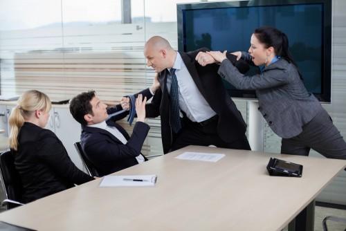 職場で殴られたり暴行を受けた時の一番良い対処法は転職することだ!
