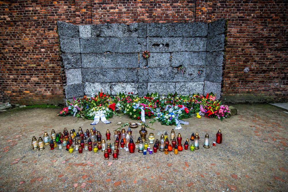 visite Auschwitz-Birkenau - Le mur des exécutions à Auschwitz