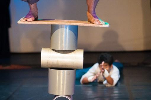 jonglerie_cylindre_cirque_phare_siem_reap