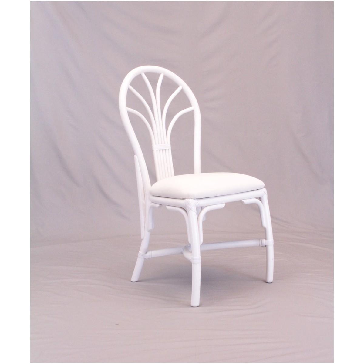 Chaise En Rotin Coloris Blanc Et Forme Arrondie