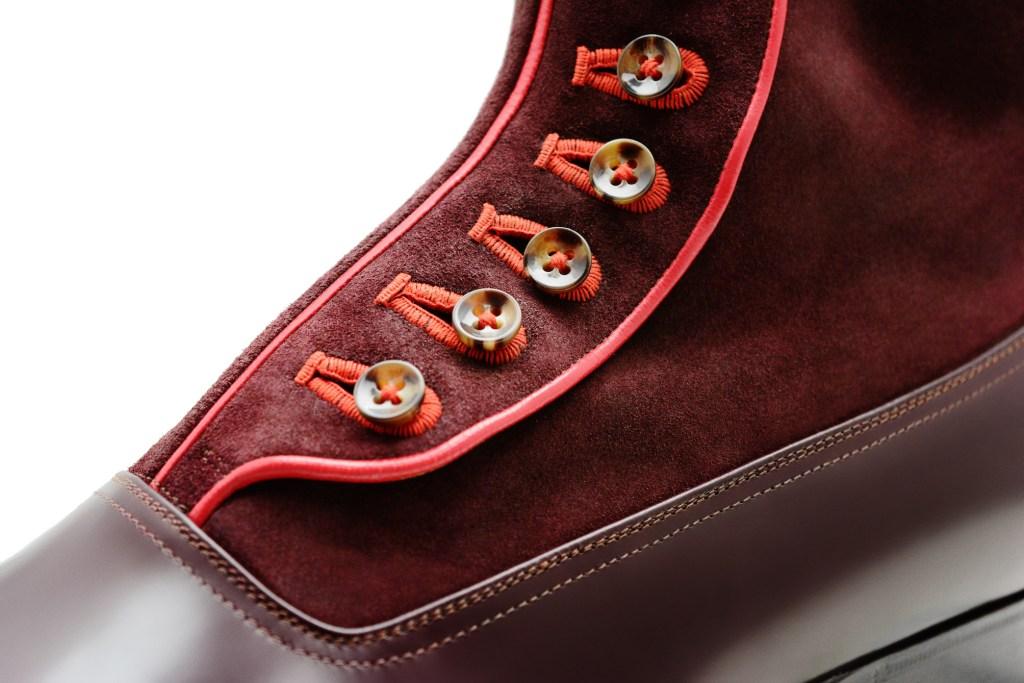 La bottine à boutons Lawrence en bi matière, cuir et daim bordeaux