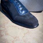 Le sneaker Aubercy en daim marine et cuir bleu marine