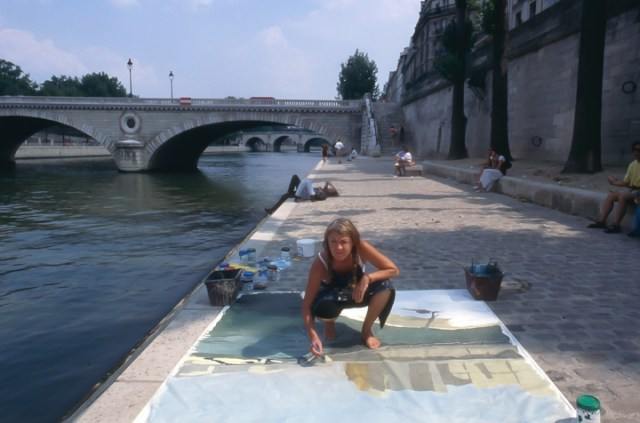Michelle-Auboiron-peint-in-situ-les-Ponts-de-Paris-Photo-Anne-Sarter-24