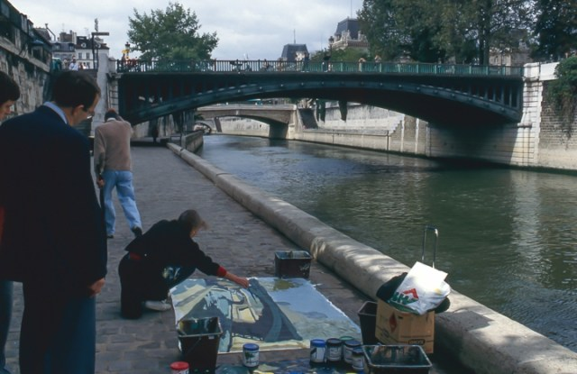 Michelle-Auboiron-peint-in-situ-les-Ponts-de-Paris-Photo-Anne-Sarter-31