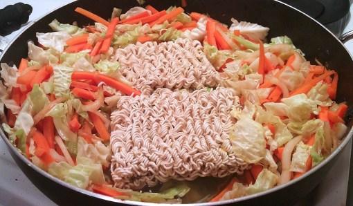 Chow mein au poulet dans un seul chaudron - Auboutdelalangue.com (7)