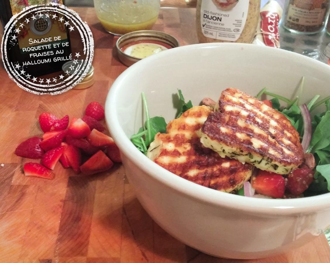 Salade de roquette et de fraises au halloumi grillé - Auboutdelalangue.com