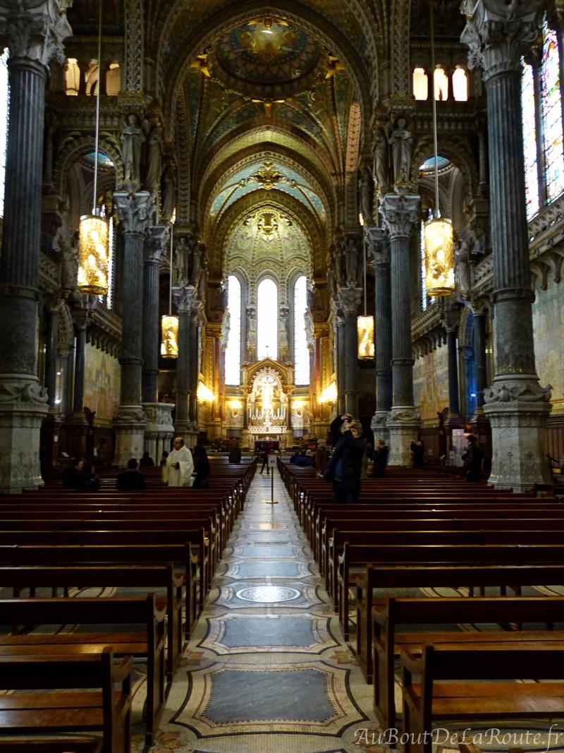 Nef de la basilique vers l autel