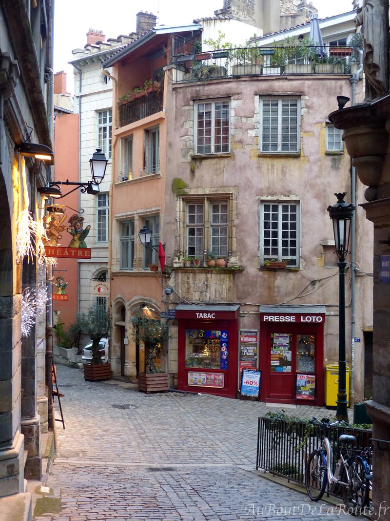 Place de la Trinite quartier St Georges