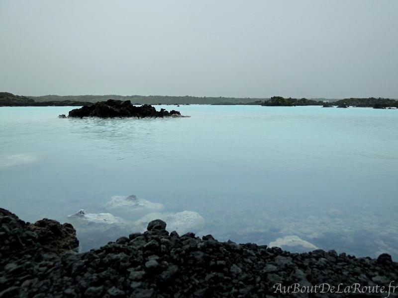 Eaux bleues aux abords du Blue Lagoon