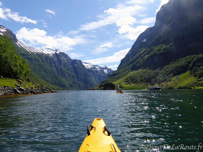 Kayak sur le Naeroyfjord
