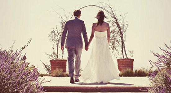 No bridal party at a wedding ceremony