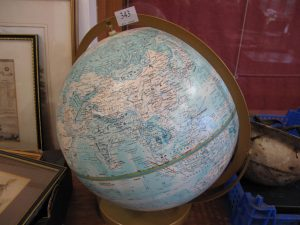 Lot 343 - Globe - Sold for £30
