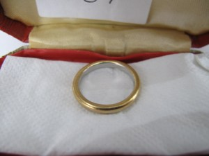 Lot 106t - 22ct platinum and gold wedding band - Sold for £40