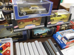 Lot 221 - 6 x 1:18 metal cars - Sold for £60