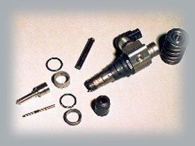 Il faut compter pas moins de 36 composants qui constituent le précieux ouvrage de l'injecteur pompe Piézo électrique. Les initiés reconnaîtront le bec d'injecteur à gauche.